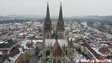 Ansicht des winterlichen Regensburg mit Dom, Donau, Stadt