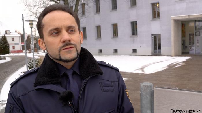 Es drohen hohe Bußgelder: Polizeihauptkommissar Dmitri Schreiber