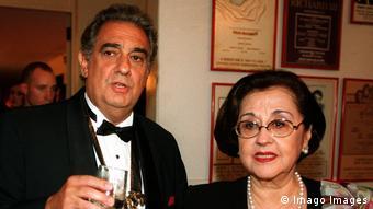 Der Tenor Placido Domingo und seine Ehefrau Marta 1999