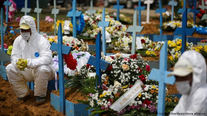 Workers in protective clothing at a graveyard in Manaus/Brazil