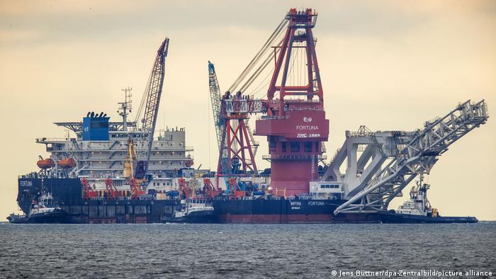 Russisches Verlegeschiff in der Ostsee