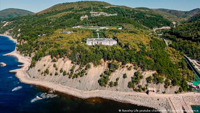 Кадър от видеото на Навални за двореца на Путин край Черно море