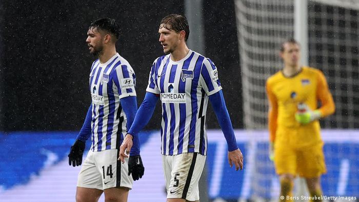 El club berlinés, con su defensor paraguayo Alderete (izq.) sufrieron contra el Hoffenheim