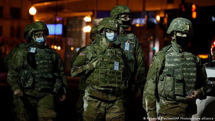 Служащие Национальной гвардии США в Вашингтоне