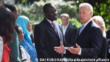 US Vice President Joe Biden (R) talks with guests during a wreath laying ceremony at the August 7th Memorial Park in Nairobi, Kenya, 08 June 2010. Biden offered flowers in commemoration of those who died in the 1998 bombing of the US Embassy in Nairobi. Biden is visting the country as a part of his 3-nation tour, which he will wrap up by attending the opening of the World Cup 2010 in South Africa. Biden urged Kenya to further its process of political reform. EPA/DAI KUROKAWA ++ +++ dpa-Bildfunk +++
