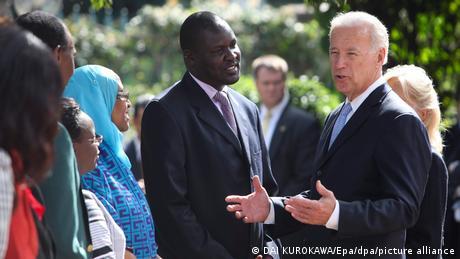 Joe Biden, ancien vice-président de Barack Obama, risque de reproduire la politique habituelle des Etats-Unis en Afrique, pense Gnaka Lagoke (ici en visite au Kenya, en 2010)