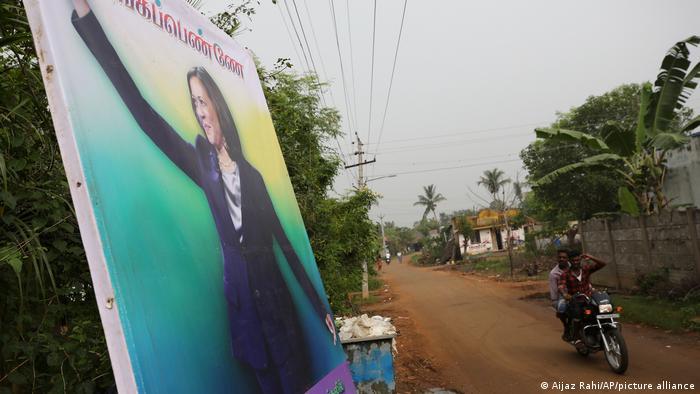 Indien | Plakat mit Foto von Kamala Harris in Thulasendrapuram