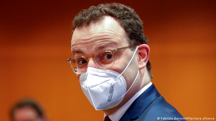 Jens Spahn wearing a mask