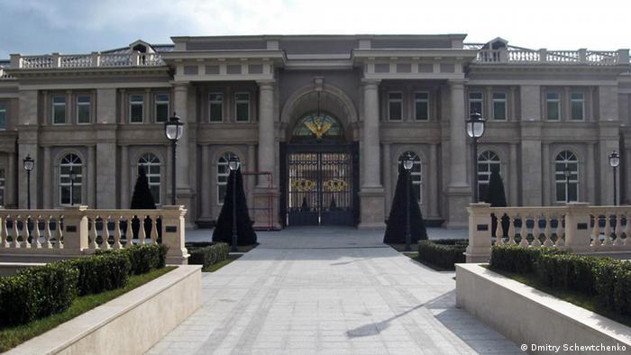 Дворец для Путина, каким его увидел экоактивист Дмитрий Шевченко в 2011 году