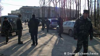 Охрана перед дворцом для Путина, 2011 год, фото Дмитрия Шевченко