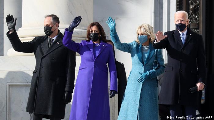 Le nouveau président, sa vice-présidente et leurs conjoints
