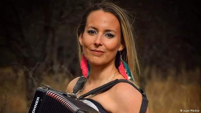 """Carolina Haick: cantante de música popular e integrante de la banda """"Las Mullieris"""" de Santiago del Estero, Argentina."""