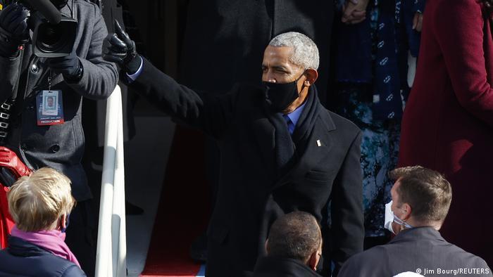 در مراسم تحلیف جو بایدن باراک اوباما، رئیس جمهوری پیشین آمریکا نیز حضور داشت. بایدن در دوران ریاست جمهوری اوباما معاون او بود.