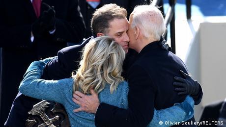 هنتر بايدن مع والده خلال حفل تنصيبه رئيسا للولايات المتحدة
