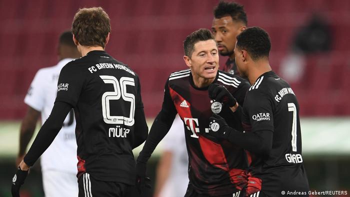 Deutschland Bundesliga - FC Augsburg v Bayern München | Tor Lewandowski