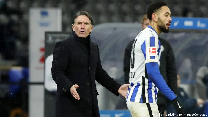 Hertha Berlin trainer Bruno Labbadia looks puzzled as he speaks to his player Matheus Cunha