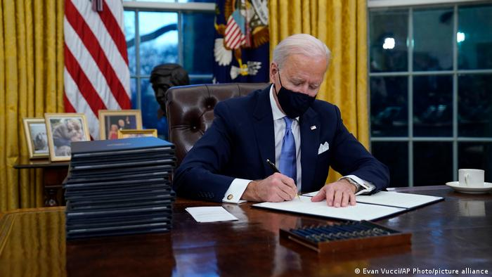 USA Washington | Inauguration | Joe Biden im Oval Office
