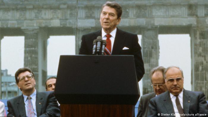 Президент США Рональд Рейган у Бранденбургских ворот в Берлине