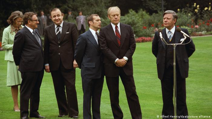 Президент США Джералд Форд и канцлер ФРГ Гельмут Шмидт в Бонне