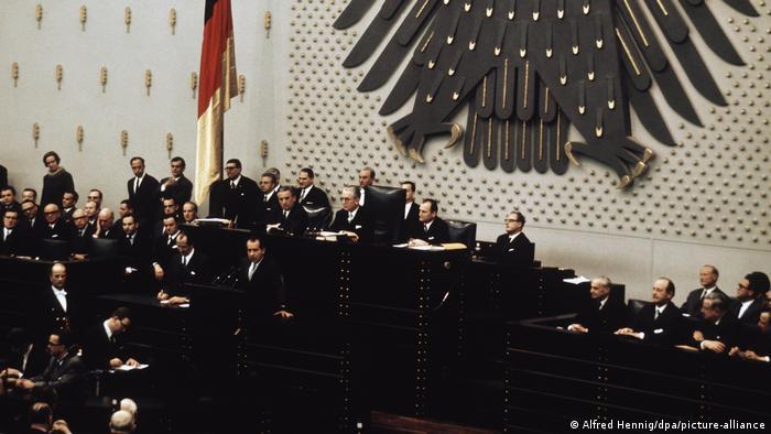 Президент США Ричард Никсон выступает перед бундестагом в Бонне