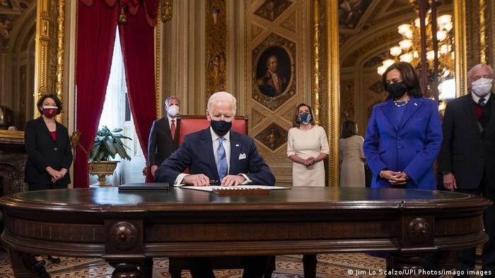 Biden assinou 17 decretos após a posse: um deles marcou a volta dos EUA ao Acordo de Paris