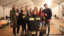 Kroatien   Zerstörung durch Erdbeben in Petrinja - Freiwillige Helfer