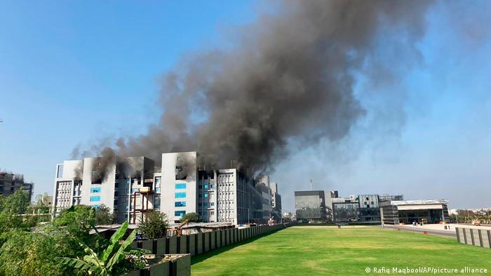 Indien Pune | Feuer bei Impfstoff Produzent