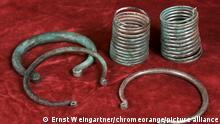 Aros e braceletes de bronze datando de cerca de 1800 a.C.