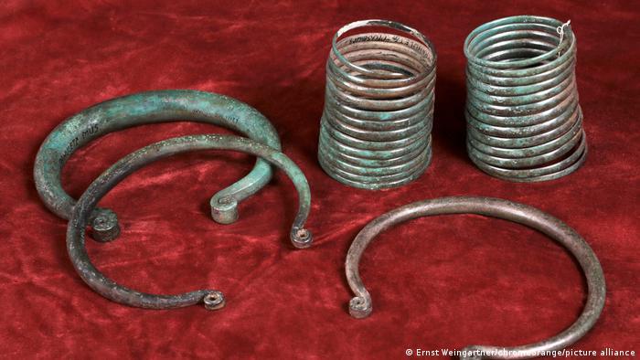 Krahuletzmuseum Eggenburg | Bronzene Armspiralen und Ringbarren ca. 1800 v. Chr.