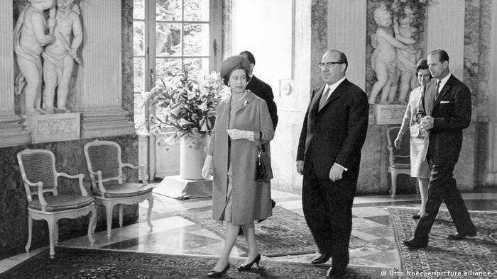 Елизавета II во дворце Бенрат