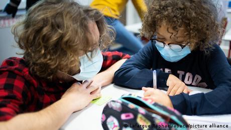 Αλαλούμ στη Γαλλία με το άνοιγμα των σχολείων