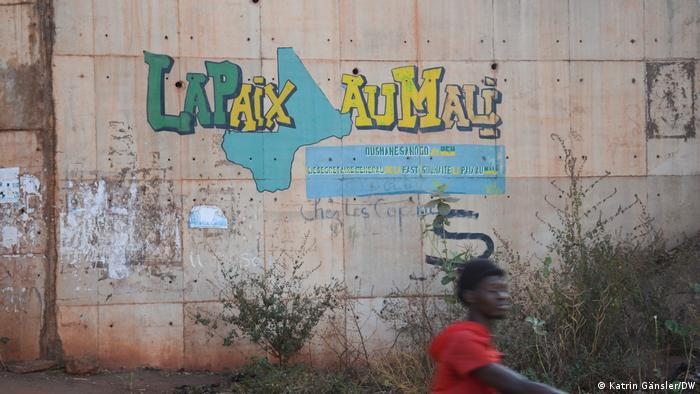 Slogan on a wall in French: 'Peace to Mali'