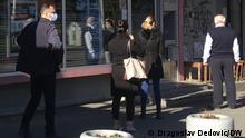 Serbien Warteschlange vor einer Bank in Belgrad
