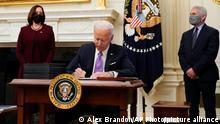 US-Präsident Joe Biden unterschreibt Executive Orders zum Coronavirus