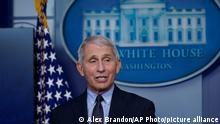 21.01.2021 Dr. Anthony Fauci, director of the National Institute of Allergy and Infectious Diseases, speaks with reporters in the James Brady Press Briefing Room at the White House, Thursday, Jan. 21, 2021, in Washington. (AP Photo/Alex Brandon)