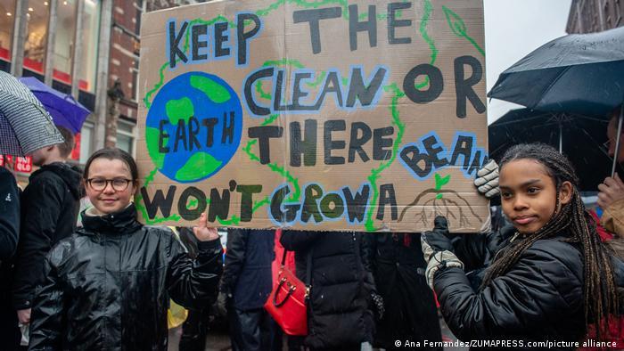Klimaaktivisten Lilly Platt und Jovanna van den Berg