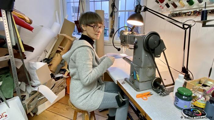 Deutschland Berlin Designerin Anke Runge
