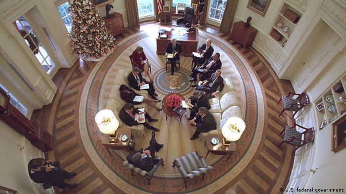 Поглед отгоре: Овалният офис през 2001 година (при Джордж Буш)