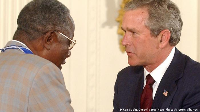 Henry Aaron receives the Presidential Medal of Freedom From President George W. Bush