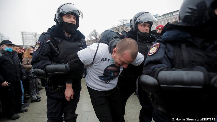 Rusya'daki gösterilerde gözaltına alınanların sayısı bini aştı