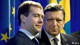 Dmitry Medvedev and Jose Manuel Barroso