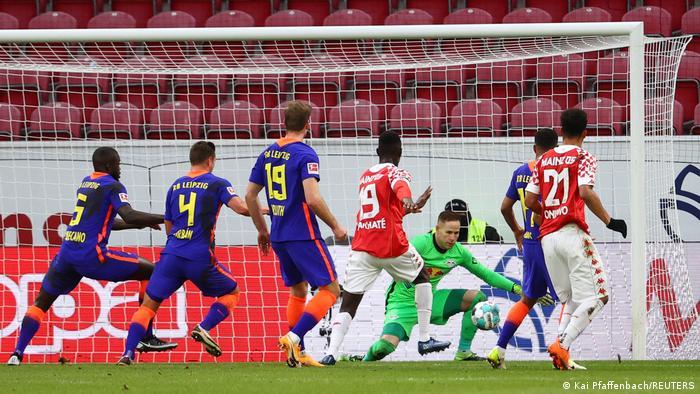Moussa Niakhate scores a goal