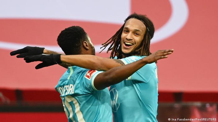 Fußball Bundesliga Bayer 04 Leverkusen v VfL Wolfsburg