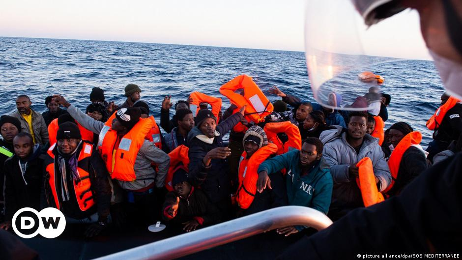 French aid ship rescues hundreds of migrants off Libya