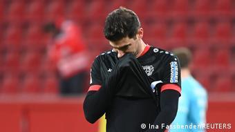 Lucas Alario, décu après la défaite du Bayer Leverkusen