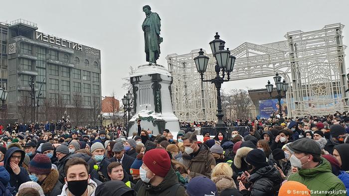 По разным данным, на акцию протеста в Москве вышли от 15 000 до 50 000 человек