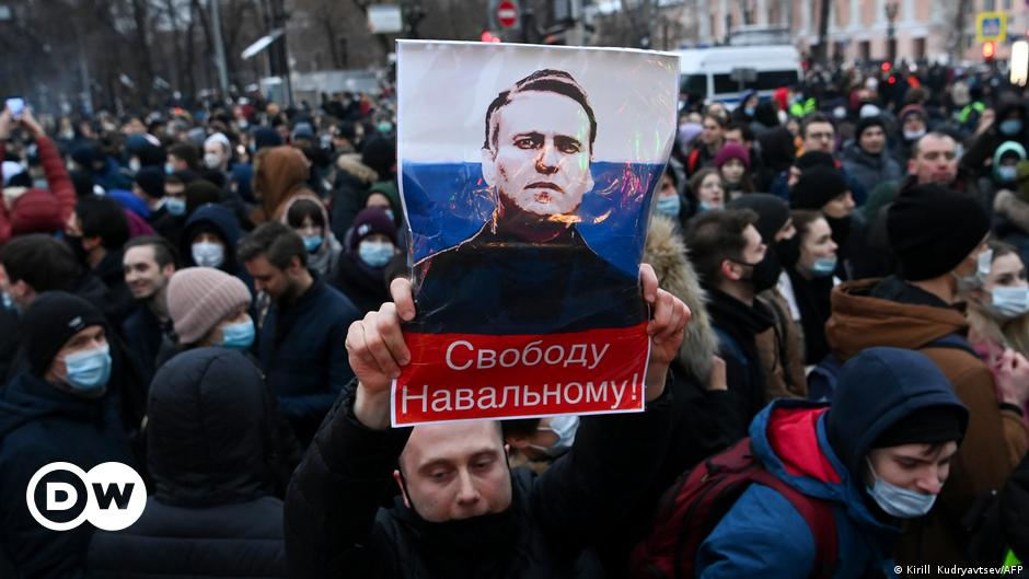 EU holds off on fresh sanctions over Russia's arrest of Navalny | DW | 25.01.2021