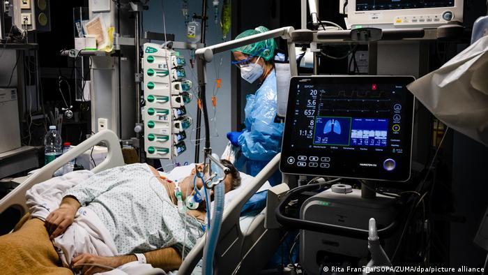 Pacijent na odjelu inteznzvne njege u Portugalu