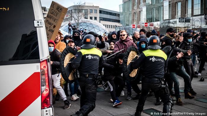 Акция протеста против коронавирусных ограничений в Эйндховене