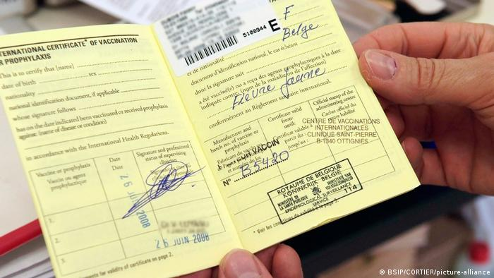 A yellow vaccination card from Belgium